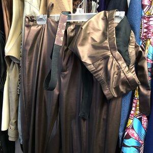 Pants - Crop top and pant set with belt